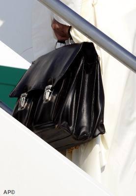 O segredo da mala do Papa Francisco!