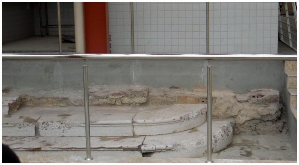 a escada de lioz, que estava soterrada e vai virar monumento histórico.
