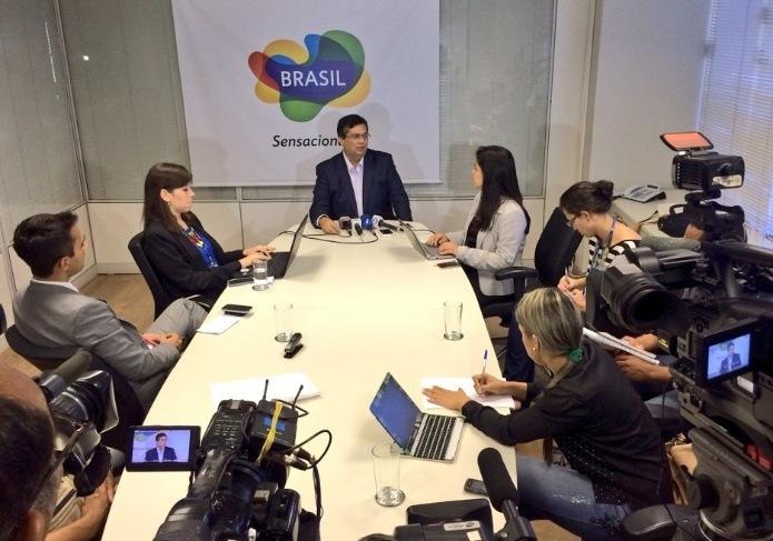 O presidente da Embratur, Flávio Dino, quer que a entidade oriente empresas a não associar suas marcas ao apelo sexual e que contribuam para divulgação do Disque 100