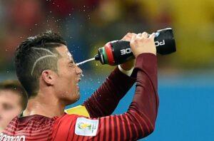 O corte de cabelo do Cristiano Ronaldo NÃO ERA uma homenagem para um fan que fez uma cirurgia cerebral