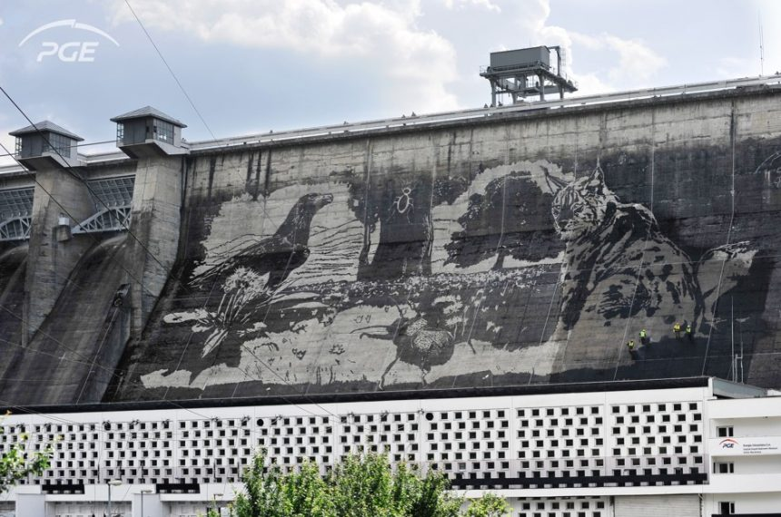 Grafite Reversa na barragem Solina na Polônia