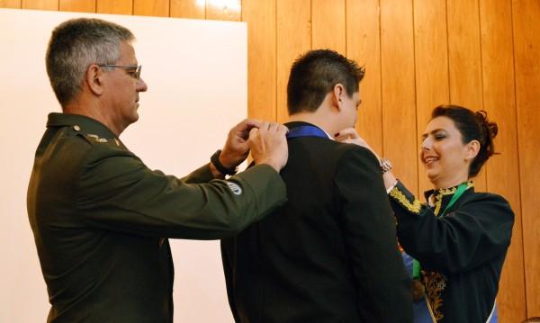 Recebendo título de comendador pela Câmara Brasileira de Cultura.