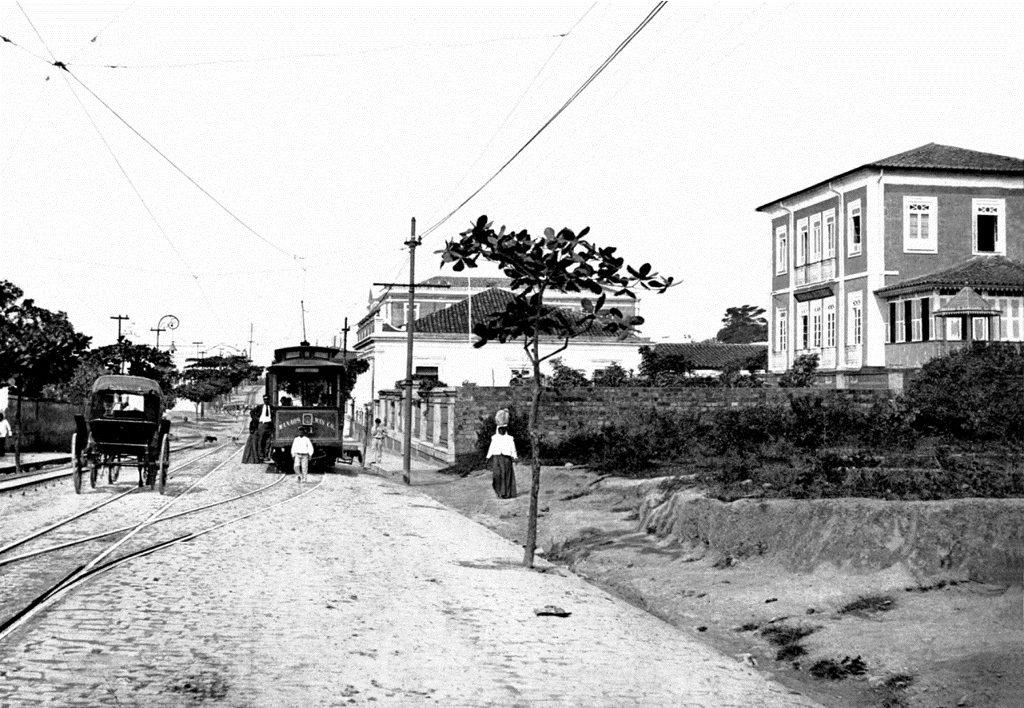 Rua Municipal (hoje Av. 7 de setembro) Fonte: Carmélia Esteves de Castro Coleção: Jorge Herrán