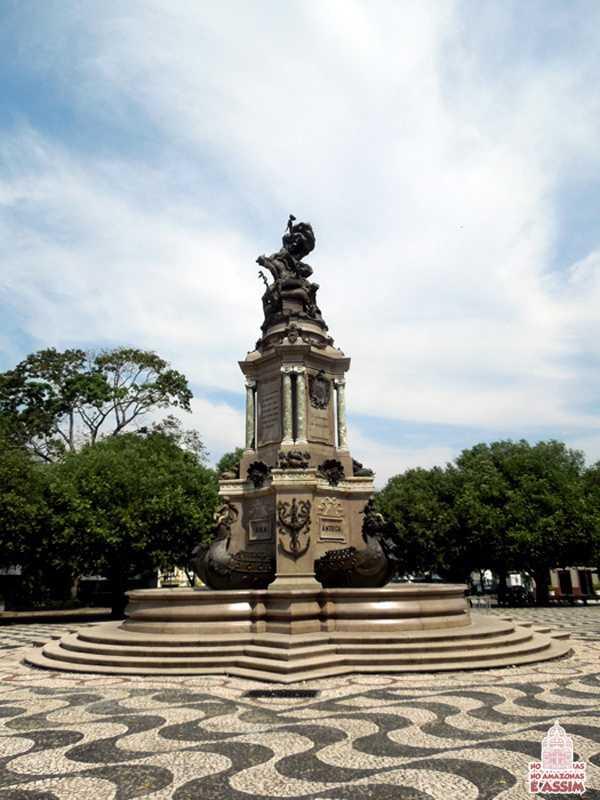 Monumento à Abertura dos Portos no Largo São Sebastião / Foto : Marcus Pessoa