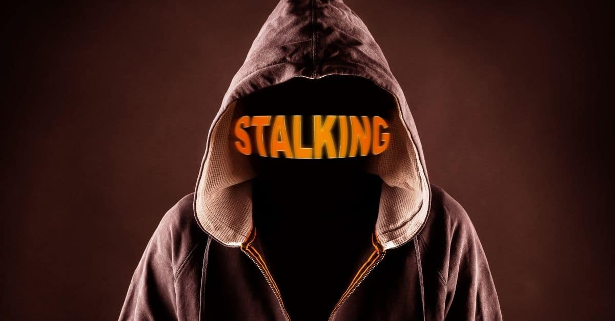 Stalking prevê pena de reclusão de seis meses a dois anos e multa