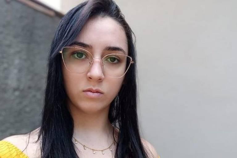 Lara da Silva se tornou meme após briga na saída da escola, em novembro de 2015 - BBC News Brasil/Arquivo Pessoal