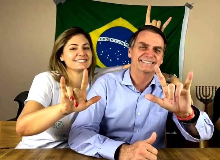 """""""Pior de tudo é perceber que você vinha dando sinais e eu não vi..."""" #BolsonaroCorno"""