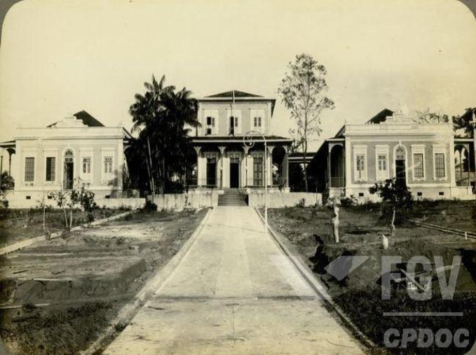 Imagem 3: Foto da fachada da Chácara O Pensador, ano de 1930.Fonte: Centro de Pesquisa e Documentação de História Contemporânea do Brasil/Fundação Getúlio Vargas